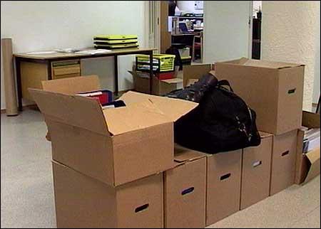 Økokrim tok beslag i store mengder dokument hjå Ervik Havfiske då dei aksjonerte i fjor. (Foto: NRK)