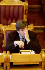 Næringsminister Ansgar Gabrielsen er svært upopulær på Fosen. Bedre vert det ikkje etter at han kun gjev ... verkstedet i Rissa meinar dei har krav på. Foto: Scanpix.