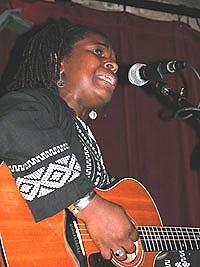 Ruthie Foster skapte en fantastisk stemning med blues i gospelland. Foto: Per Ole Hagen.