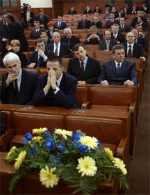 I dag var det minnestund for Zoran Djindjic i det serbiske parlamentet i Beograd. (Foto: Marko Djurica, Reuters)