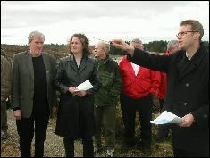 Saksordfører for gassmeldinga, APs Sylvia Brustad fikk orientering blant andre av varaordfører Bernhard Riksfjord og rådmann Ole Bjørn Moen i Nyhamna fredag.
