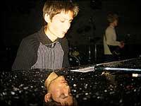 Børge Vatlestad imponerte både med eigenskriven musikk i lag med bror Mats og i samspel med Tone Damli Aaberge. Foto Jostein Nyfløtt © NRK.