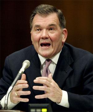 Sikkerhetsminister Tom Ridge advarer om økt terrorfare. (Foto: Kevin Lamarque, Reuters)