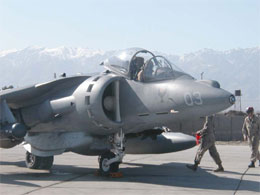 Et Harrier jagerfly har nettopp landet på basen.