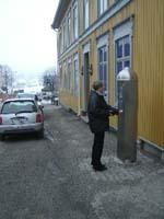 Nå må parkeringsautomatene på nytt justeres og skiltene må byttes ut.