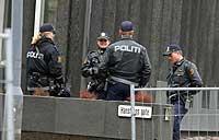 USAs' ambassade er godt bevoktet, men stenger likevel dørene for publikum. Foto: NRK