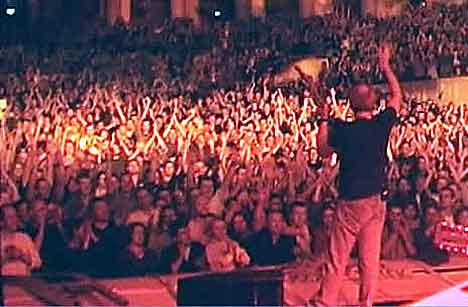 Det kan bli gå en stund før Mark Knopfler står på en scene igjen. Foto: Mark-Knopfler.com.