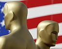 Oscar-stautettene er på plass foran k Theatre. Men den røde løper rulles ikke ut i år.