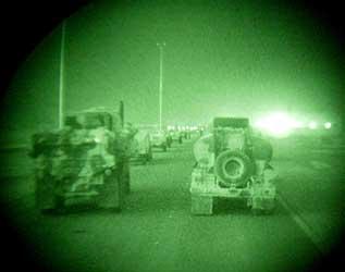 En amerikansk militærkonvoi på vei inn i Sør-Irak. Foto: Oleg Popov, Reuters