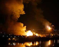 En bygning i presidentpalasset i Bagdad eksploderer. Foto: Faleh Kheiber, Reuters