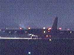 De enorme bombeflyene forlot sin base i England rett etter midnatt. (Foto: APTN)