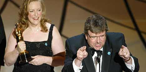 Under Oscar-gallaen ba Michael Moore Bush om å skamme seg. Foto: Scanpix