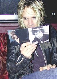 Peter Holmstrom og Dandy Warhols ser det ikke som noe problem om noen av deres låter høres ut som David Bowie. Er Bob Dylan også et forbilde? Foto: dandywarhols.com.