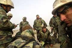 USA-styrker i militær planlegging nær byen Nassiriya. foto: Reuters/Damir Sagolj