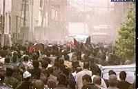 Folk i Bagdad kom seg vekk fra gatene under de nye, kraftige luftangrepene i dag.