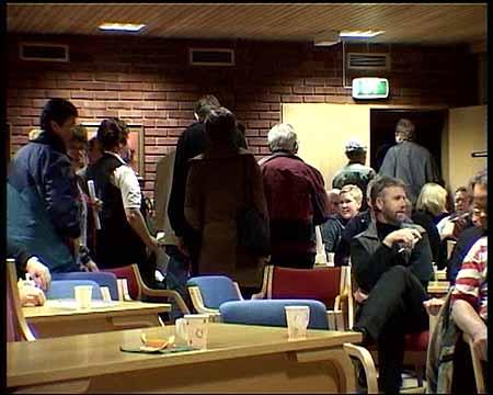 Nominasjonsmøtet i Luster Arbeiderparti enda i full splitting tysdag kveld. Ein del av delegatane forlet møtet, og vil danne si eiga samlingsliste. (Alle foto: Arne Eithun)
