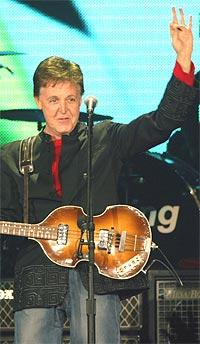 Sir Paul innrømmer det. Han ser faktisk på Melodi Grand Prix. Foto: Xavier Lhospice, SCANPIX / REUTERS.