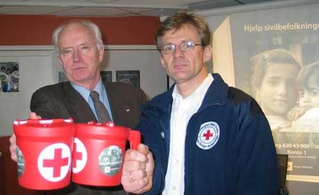 Thorvald Stoltenberg og Jan Egeland håper pengene sitter løst hos nordmenn nå om dagen. (Foto: Kjetil Berg/NRK)