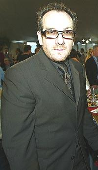 Elvis Costello ber Oasis klappe igjen. Foto: Kevin Winter / Getty Images.