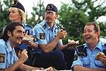 """SLIKT Å GJØRE: Mange kaffepauser for polisen i """"Kopps"""", men slik er det ikke i virkeligheten. (Foto: Peter Widing/Memfis Film)"""