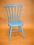 Politiet ønsker tips fra personer som har sett deler av en barnestol som ligner på den på bildet. Stolen var rød/brun. Foto: Scanpix.