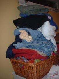 Mye klær å holde orden på.
