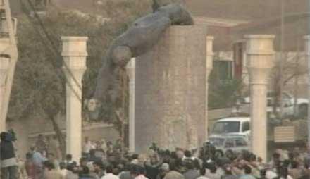 Saddam-statuene som ble revet, vil for ettertiden bli stående som det visuelle symbol på diktaturets fall.