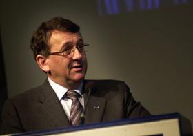 PRESENTERER: Finansminister Per-Kristian Foss legger frem forslag til revidert nasjonalbudsjett i dag.