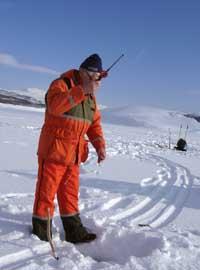 Mange bruker vinteren til isfiske, men på Mjøsa er isen tynn og ikke sikker å bevege seg på.