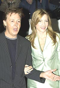 Paul McCartney syns det er moro å dra på turné. Her sammen med sin kjære, Heather Mills. Foto: Graeme Robertson / Getty Images.