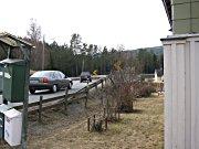 Knut Wenthe bor langs riksvei 7 i Ramsrudhellinga utenfor Hønefoss. Den trafikkerte veien går rett utenfor husveggen.