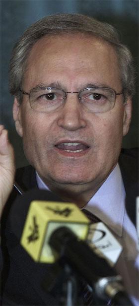 Syrias utanriksminister Faruk al-Shara godtek ikkje våpeninspeksjonar. (Reuters-foto)