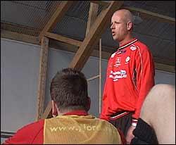 ENGASJERT: Nils Tore Kosshaug gir mykje av seg sjølv, og krev mykje av spelarane sine.