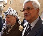 Mahmoud Abbas (t.h.), her sammen med Yasir Arafat, blir mannen israelerne skal forhandle med. (Getty Images)