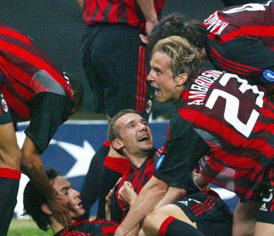 Milan-spillerne kunne slippe jubelen løs til slutt (Foto: Reuters)