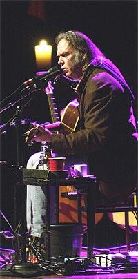 Neil Young gjestet Oslo Konserthus onsdag kveld. Foto: Thomas Bjørnflaten / SCANPIX.