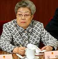 Den nye helseministeren, Wu Yi, er kjent som Kinas jernkvinne. Foto: Guang Niu/File, Reuters