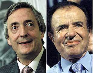 Kirchner (t.v.) og Menem. (Foto: Enrique Marcarian, Reuters)