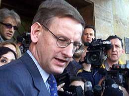 Bildt kritiserer amerikanerne for blant annet å ikke ha nok soldater på plass i Irak etter krigen.