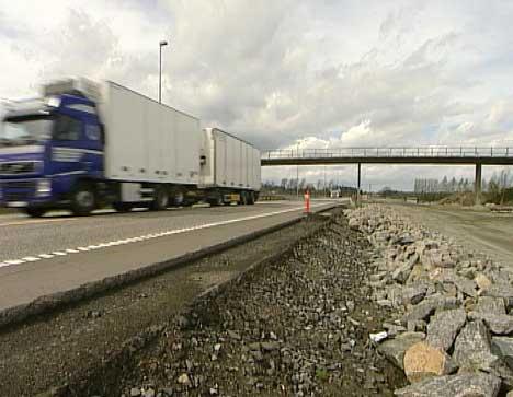 Sikkerheten skal bedres både for bilistene og for de som arbeider langs E6 (Foto: NRK)