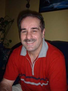 Zeki Emin bor sammen med kone og to barn i Oslo.