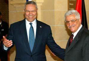 Utenriksminister Powell (t.v.) og statsminister Abbas møttes i Jeriko søndag. (Foto: P.Ugarte, Reuters)
