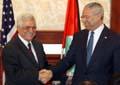 MØTE: USAs utenriksminister Colin Powell besøkte i helgen den nye palestinske statsministeren Mahmoud Abbas (Foto: Reuters).
