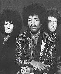 Noel Redding (t.v.), her sammen med Jimi Hendrix og trommisen Mitch Mitchell. Foto: retrosellers.com.