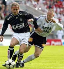 Fredrik Winsnes takler Sogndals Rune Buer Johansen 16. mai. (Foto: Gorm Kallestad / SCANPIX )