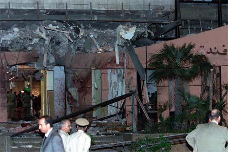 Utsiden av Hotel Safir i Casablanca ble fullstendig ødelagt i bombeeksplosjonen. (Foto: Reuters/Scanpix)