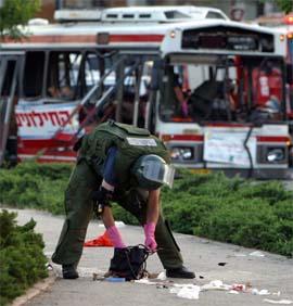 Palestinsk selvmordsaksjon mot en israelsk buss. (Arkivfoto: Getty Images)