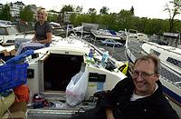 Per Olof Lasson og kona vet ikke når de kommer ut, inneklemt som de er. Foto: NRK