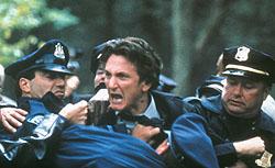 "Sean Penn har hovedrollen i Clint Eastwoods Gullpalme-kandidat ""Mystic River""."