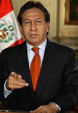 SLÅR ALARM: Perus president Alejandro Toledo erklærer lokal unntakstilstand etter at geriljaorganisasjonen Lysende Sti igjen er blitt aktive.